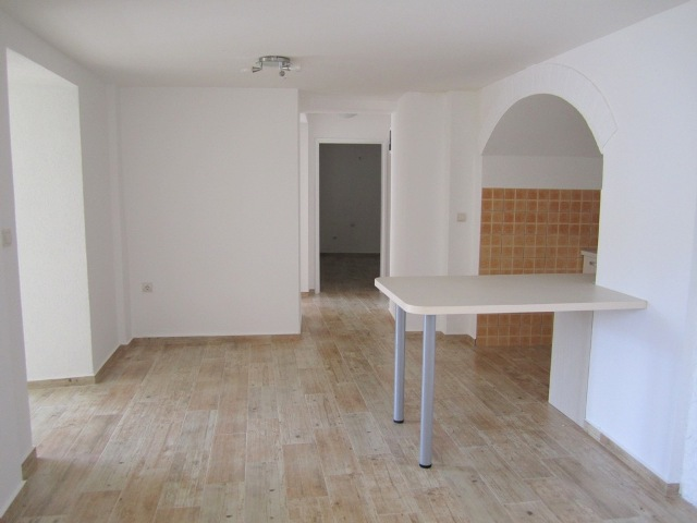 Трехкомнатная квартира со своим двориком в Бечичи