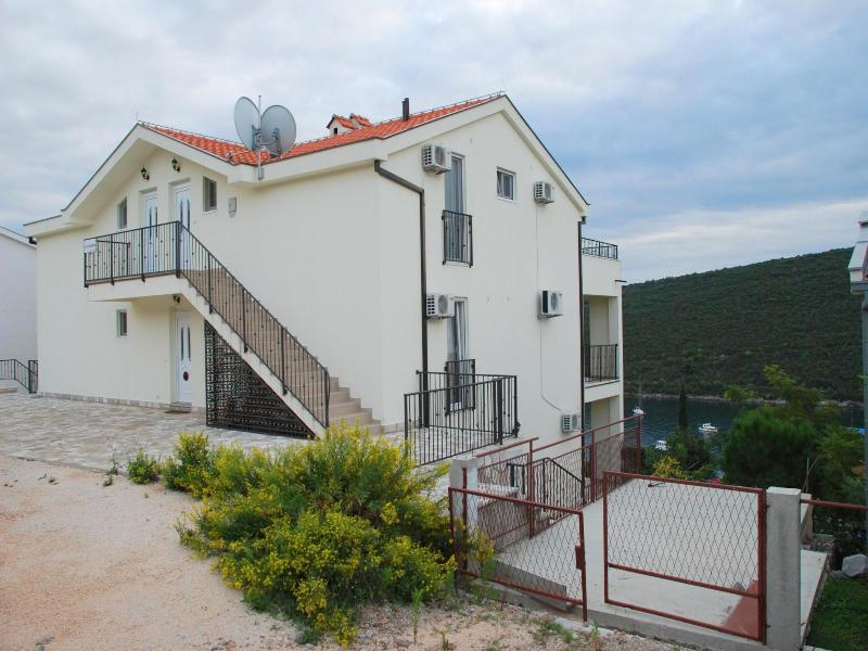 Просторная квартира с видом на залив Траште