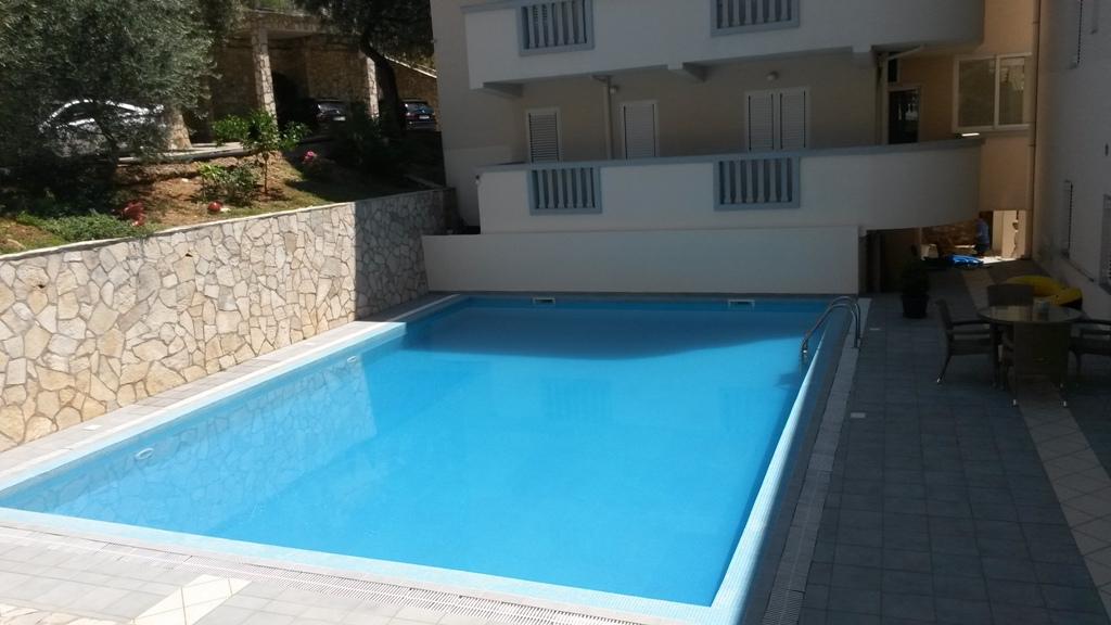 Квартира с 1 спальней в доме с бассейном