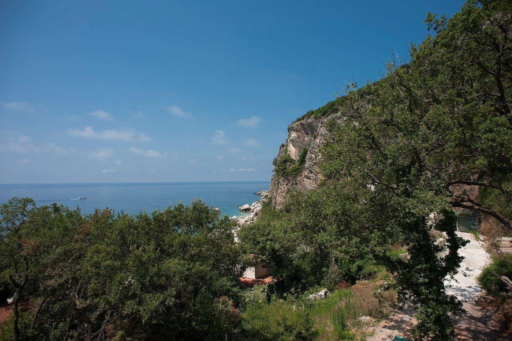 Дом у моря в в престижном районе Будванской Ривьеры