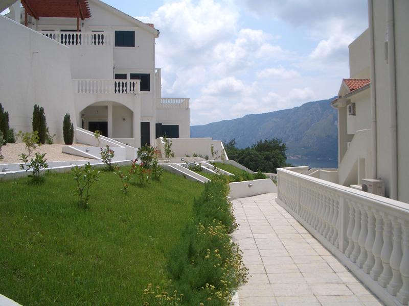 Апартаменты с панорамным видом в комплексе с бассейном
