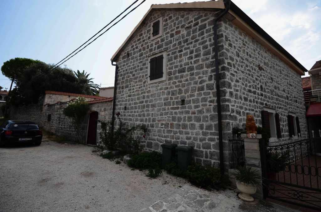 Отреставрированный каменный дом на полуострове Луштица