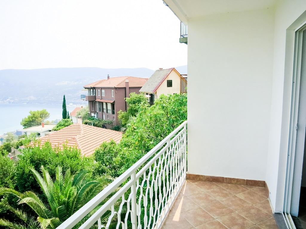Просторный дом с видом на море