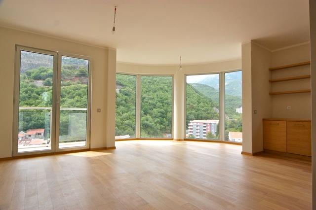 Квартира с видом на горы в Бечичи