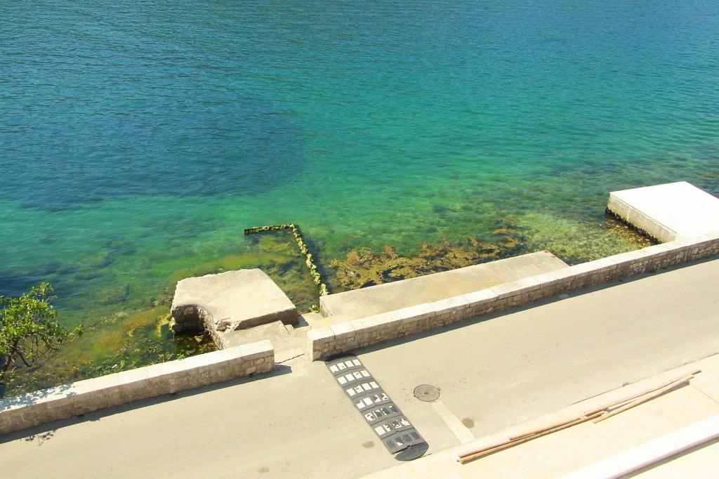 Вилла с частным пирсом на первой линии Которского залива
