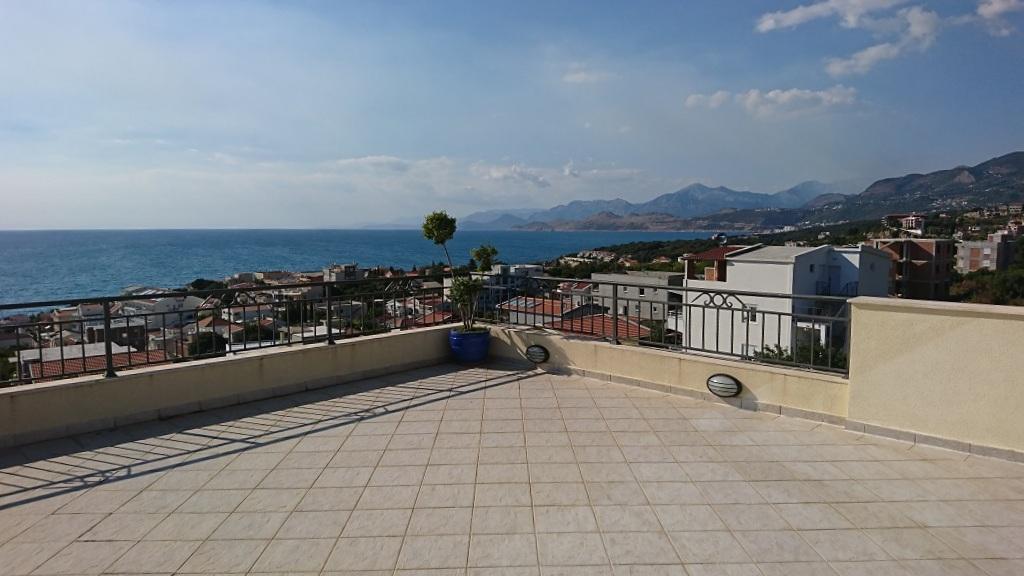 Вилла с бассейном и видом на море