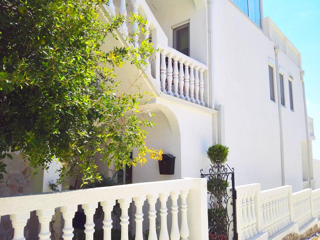 Дом в пригороде Бара