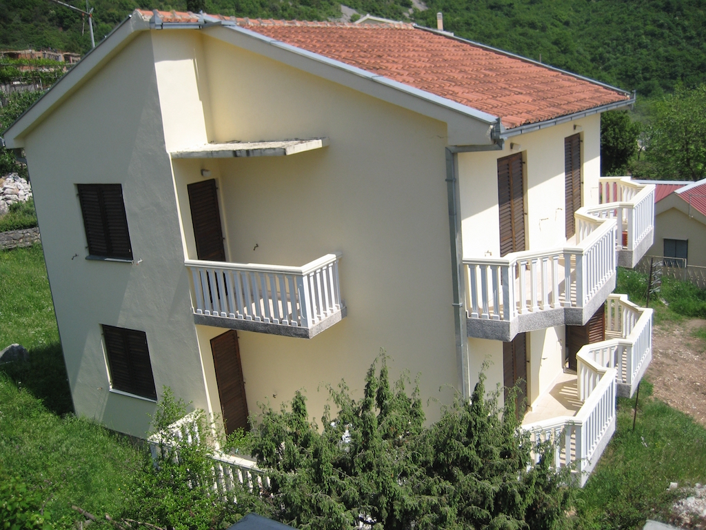 Трёхэтажный дом с участком в Будве