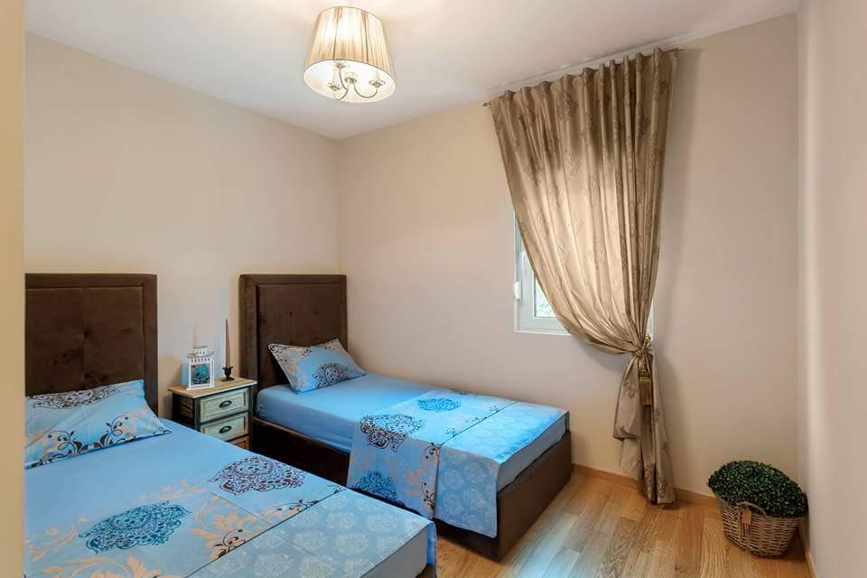 Стильный апартамент с двумя спальнями в Бечичи