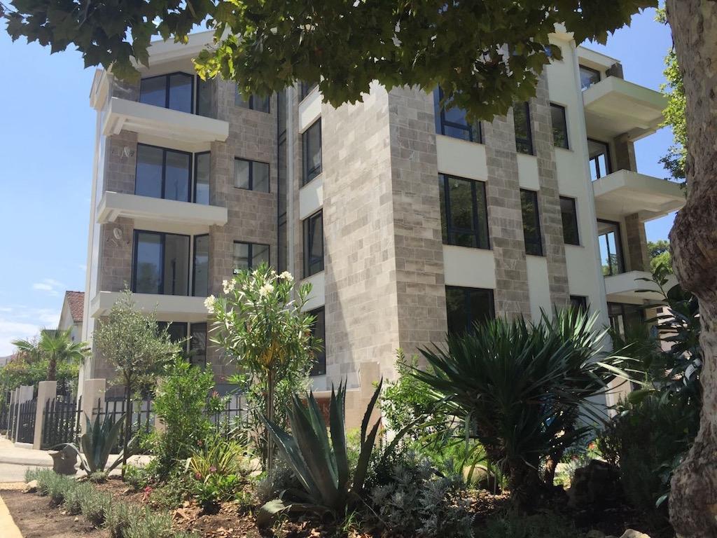 Апартамент класса «люкс» с одной спальней возле Порто Монтенегро