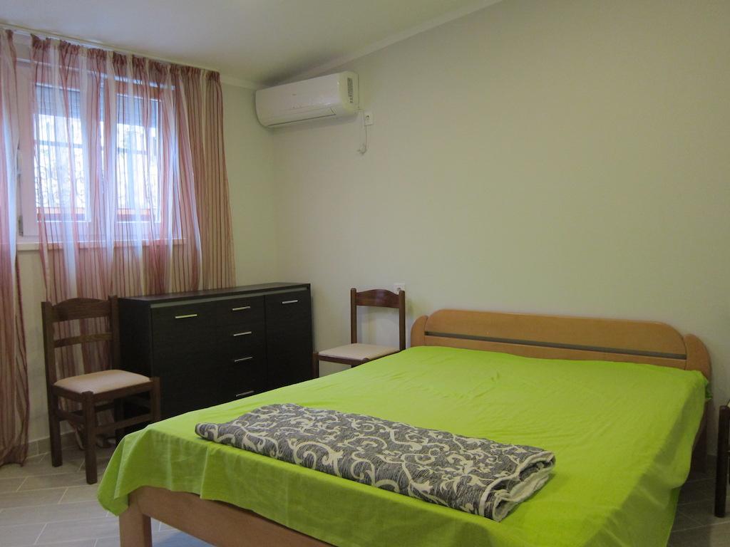 Просторная квартира в новостройке в Будве