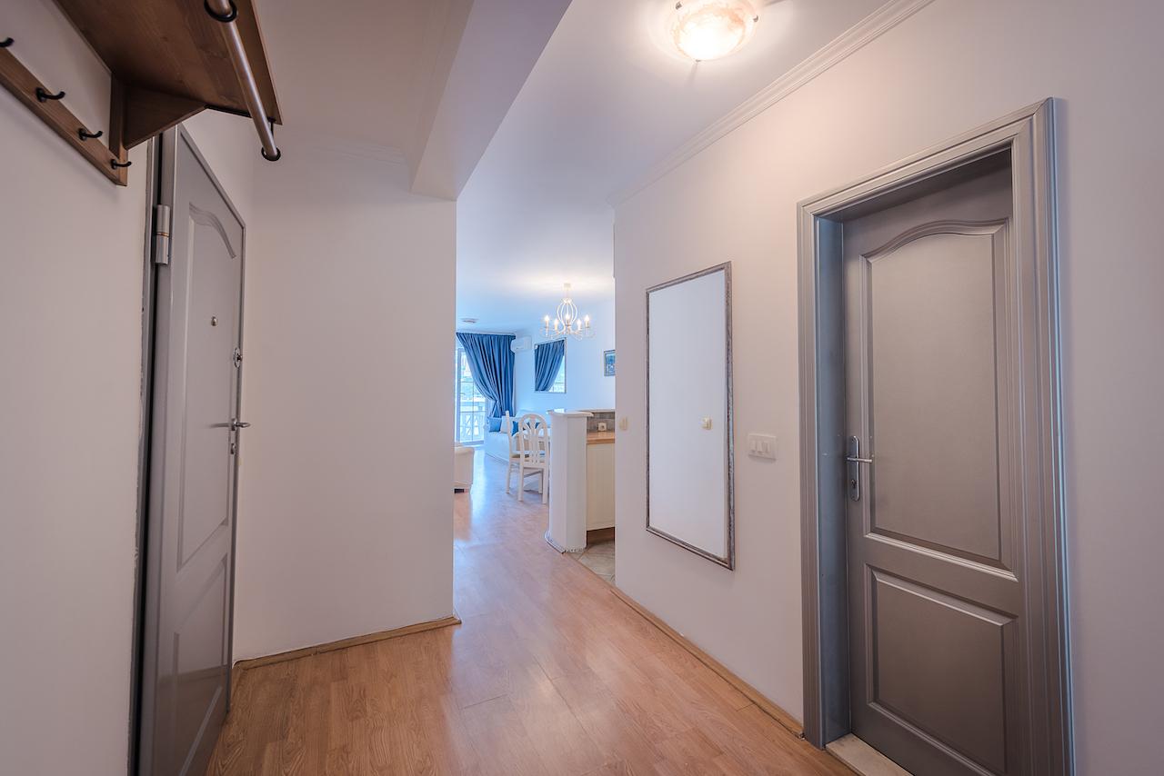 Апартамент в доме на набережной в Рафаиловичи