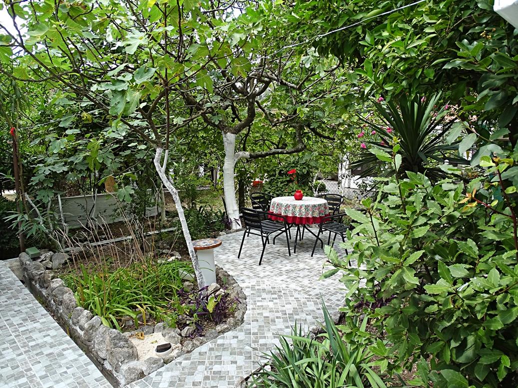 Таунхаус с садом в тихой части Ораховца