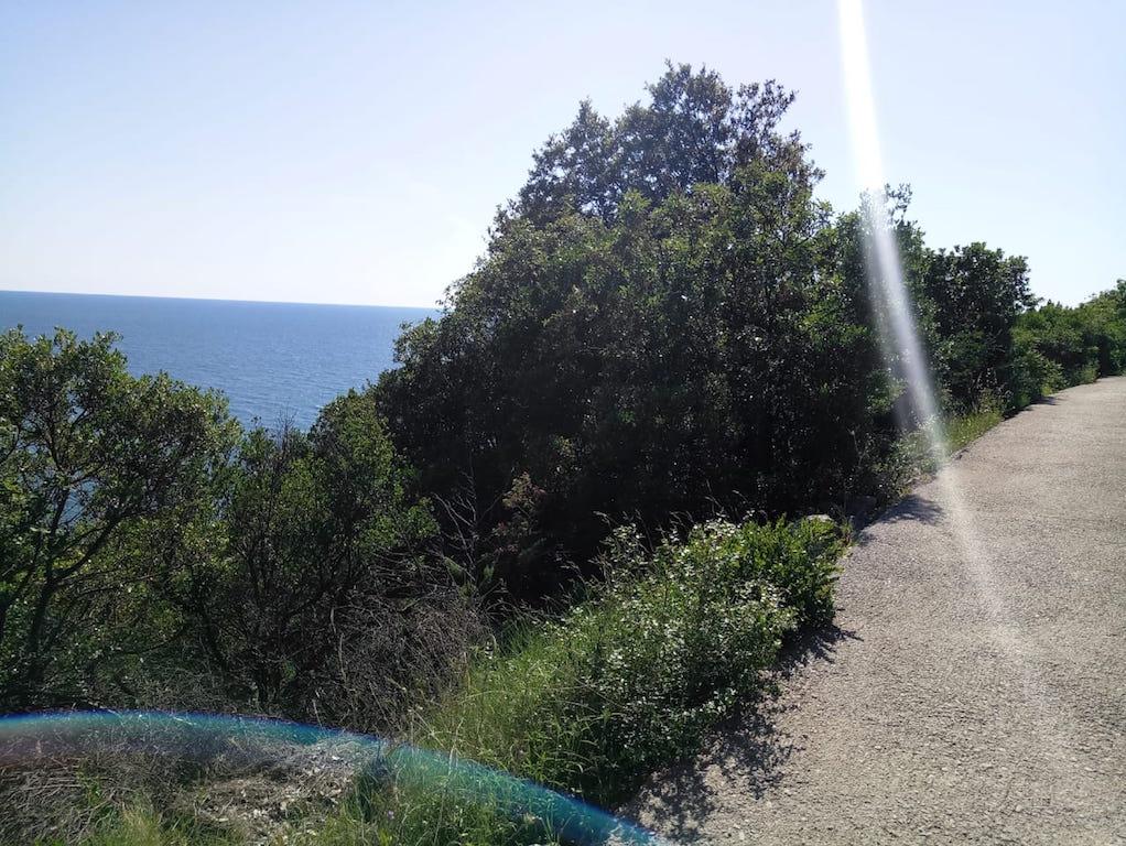 Участок для постройки дома в 200 м от пляжа