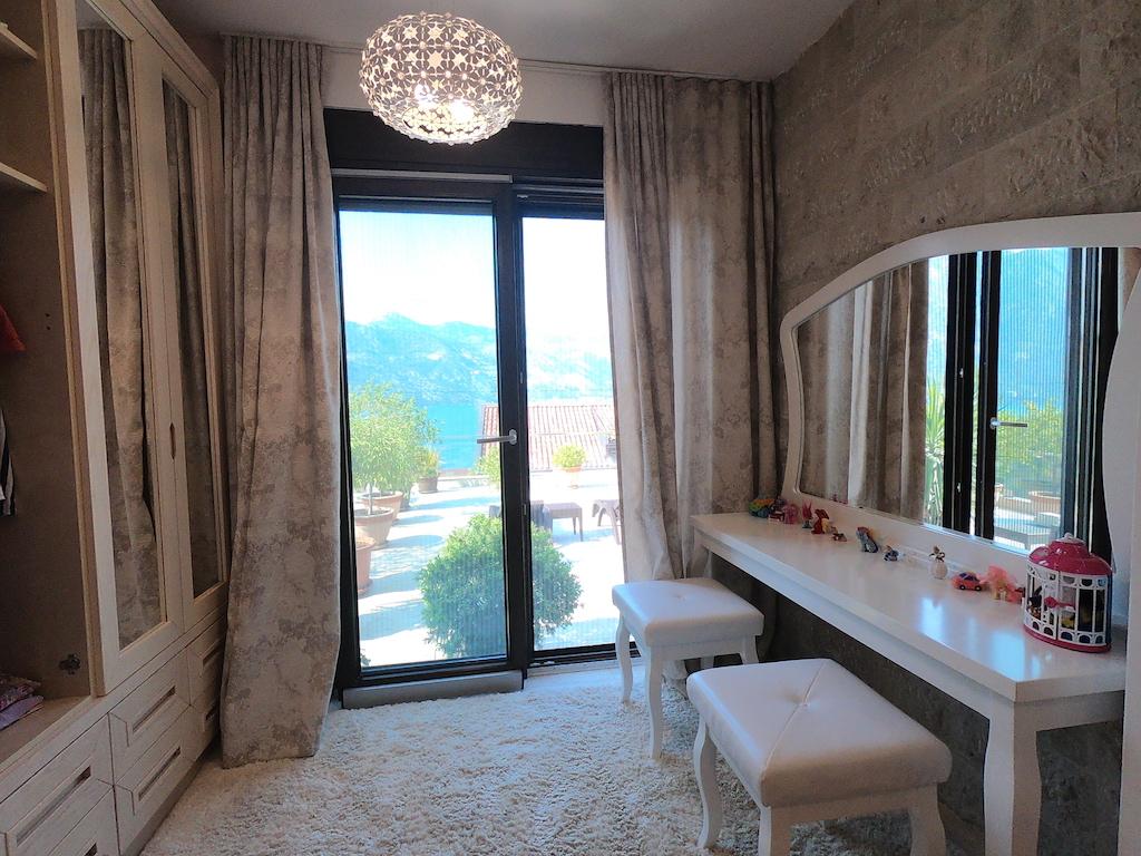 Просторный апартамент в клубном жилом комплексе в Костанице