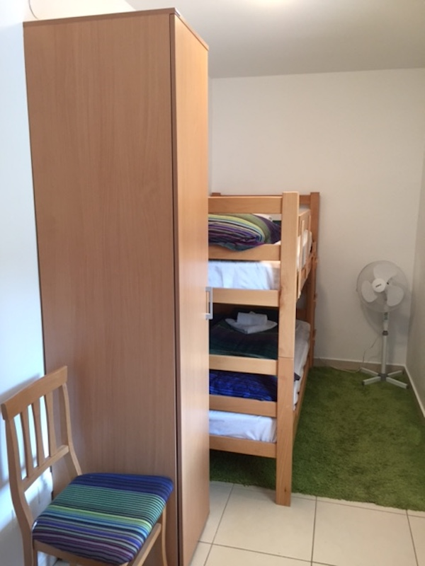 Светлый апартамент с двумя спальнями с видом на море в Бечичи