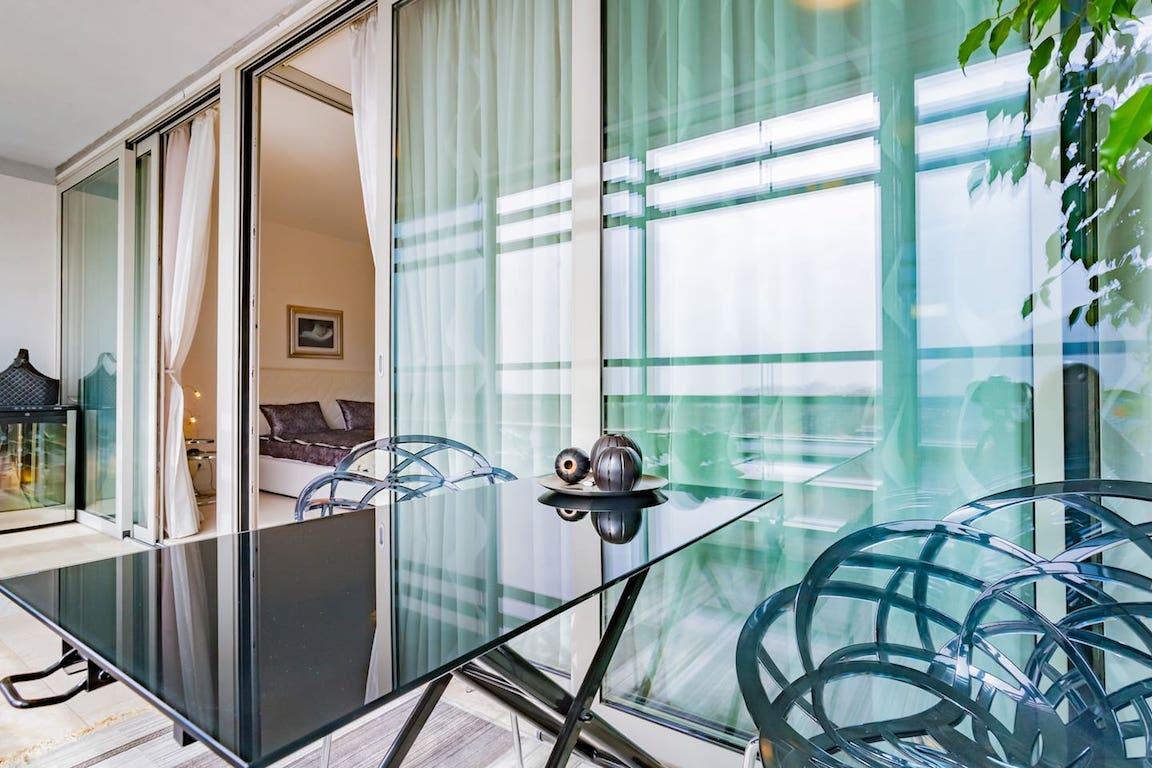 Просторный стильный апартамент в центре Будвы