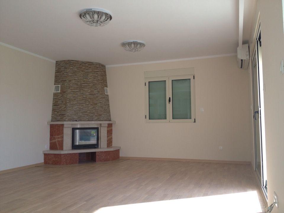 Просторная квартира с камином в Бечичи