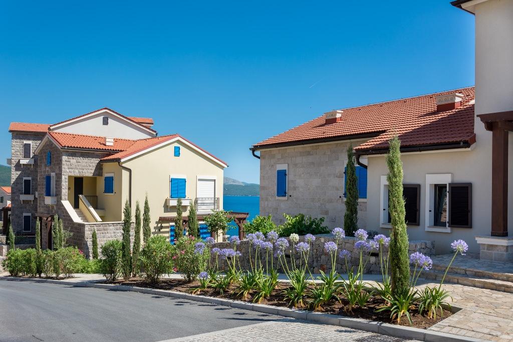 Апартаменты с двориком в резиденции Magnolia, Lustica Bay