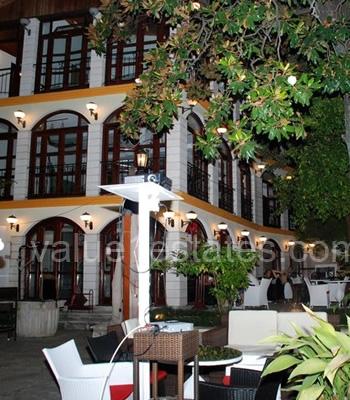 Здание под отель в Старом городе Херцег-Нови