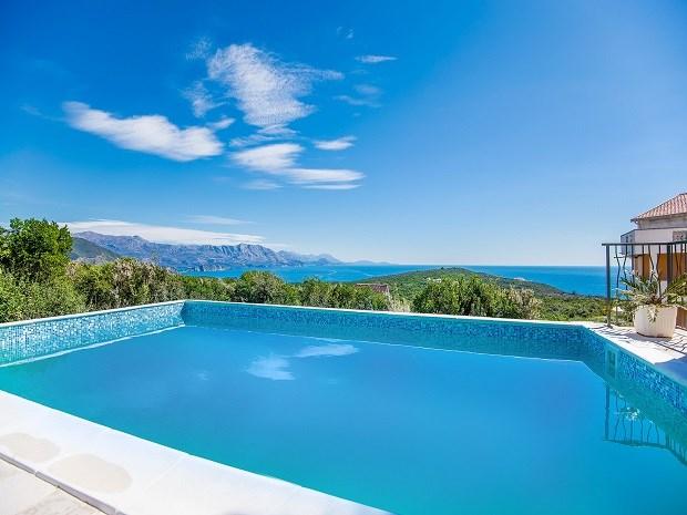 Вилла с бассейном с превосходным видом на море
