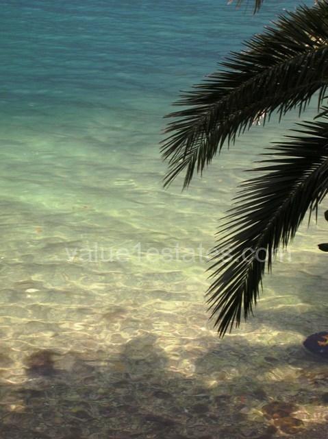 Дом на берегу залива с собственным пляжем