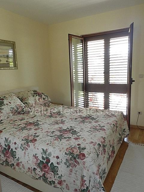 Великолепная вилла с 4 спальнями