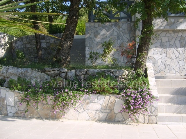 Вилла с виноградником в винном регионе Черногории