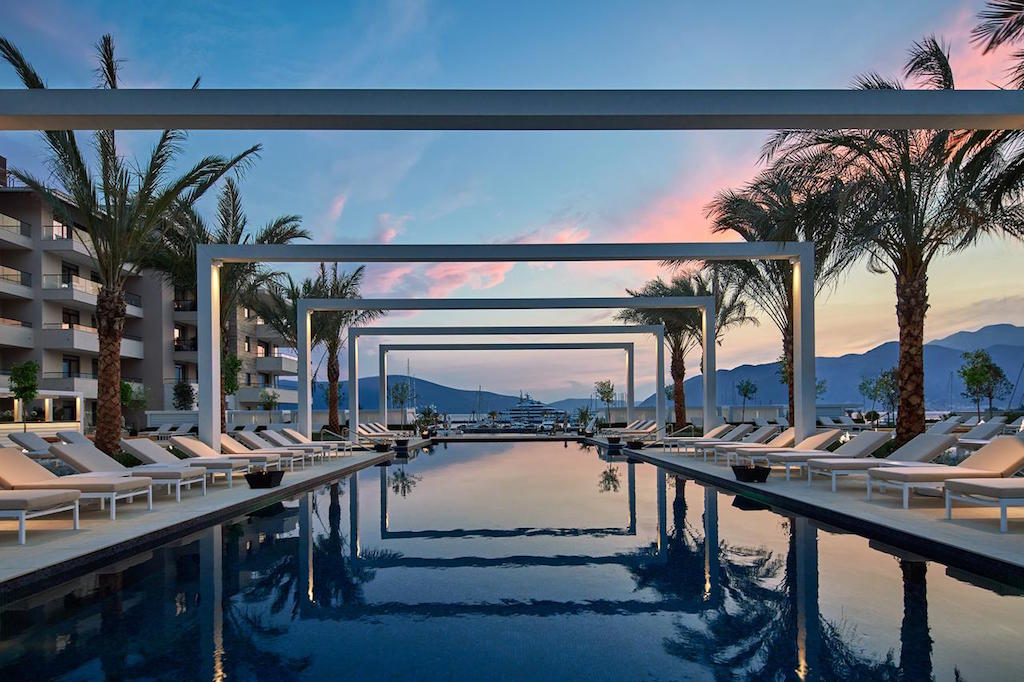 Regent Pool Club Residence
