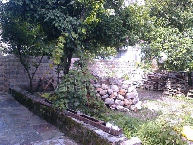 Старинный дом на 1 линии в Боко-Которском заливе