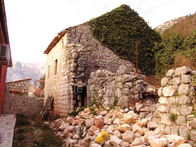 Руины под реконструкцию в Перасте
