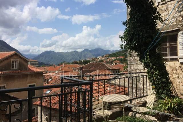 Апартамент с двориком в Старом городе Котор