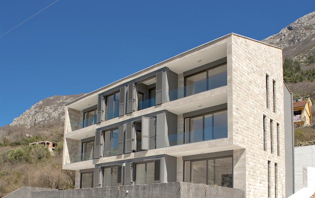 Квартира с изумительным видом в Рисанском заливе