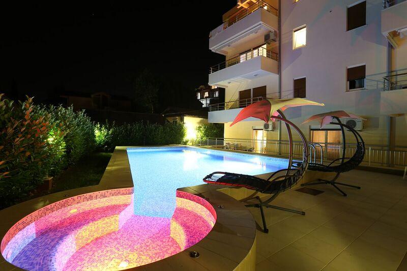 Квартира в комплексе с бассейном