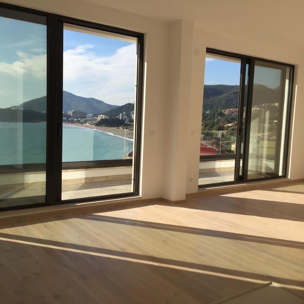 Квартира с панорамным видом на море в Рафаиловичах