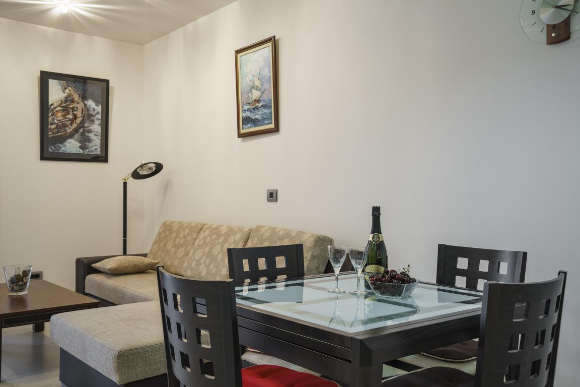 Современная квартира с видом на море в центре Будвы