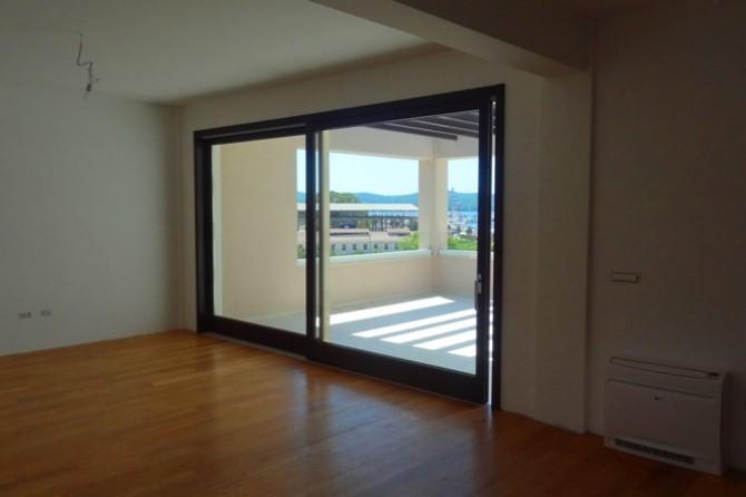 Апартаменты в новом доме рядом с Porto Montenegro