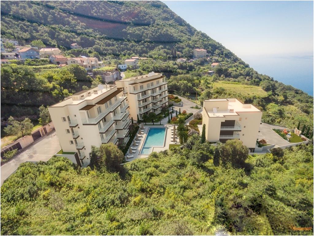 Двухкомнатная квартира в комплексе с видом на море