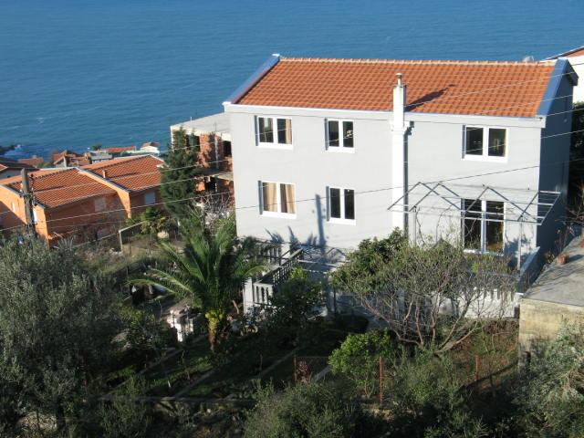 Дом с красивым видом на море в Добрых Водах