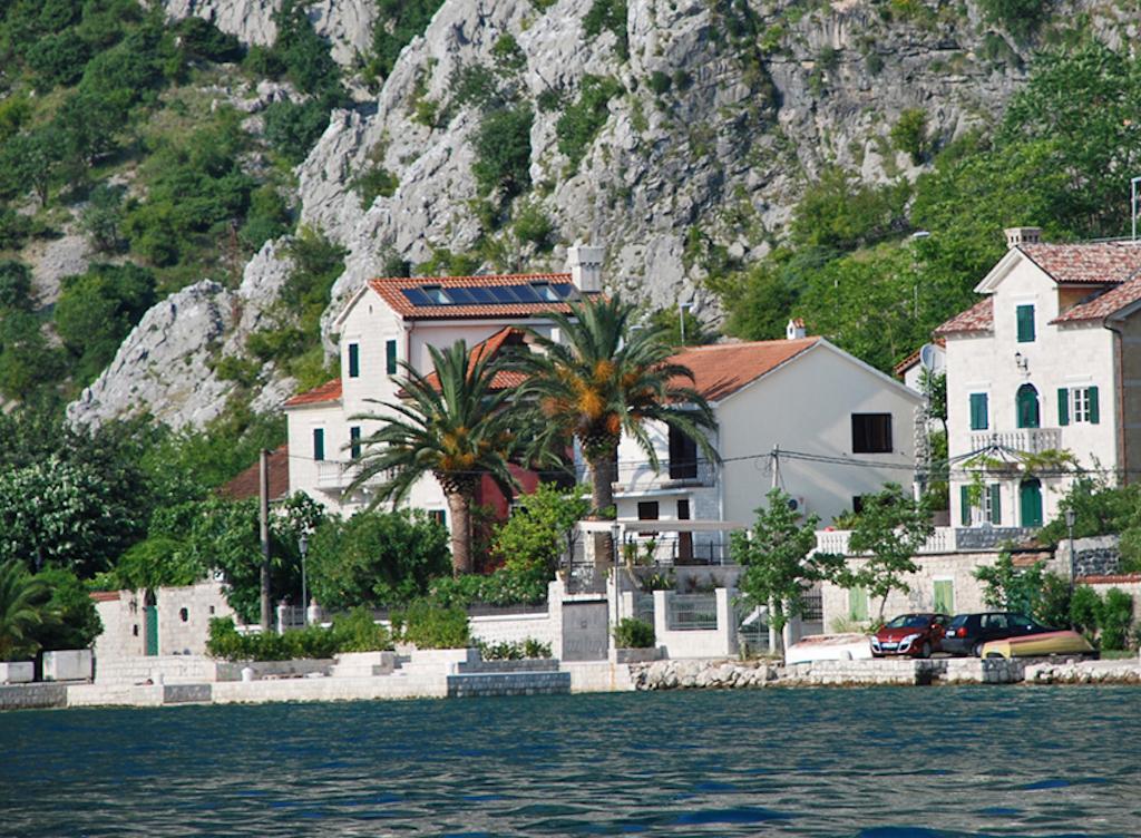 Черногория вилла на берегу моря дубай какой страны город